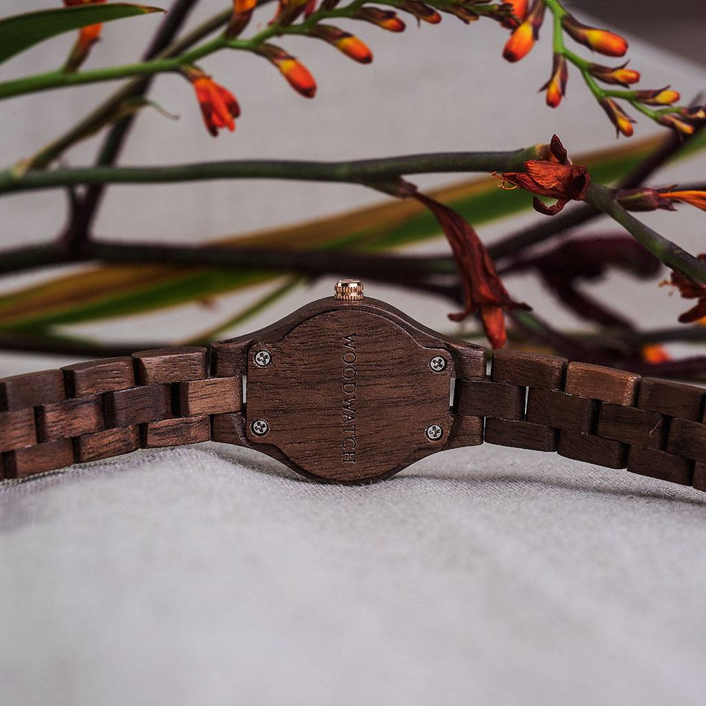woodwatch kvinnor träklocka flora kollektion 26 mm diameter viola valnötsträ
