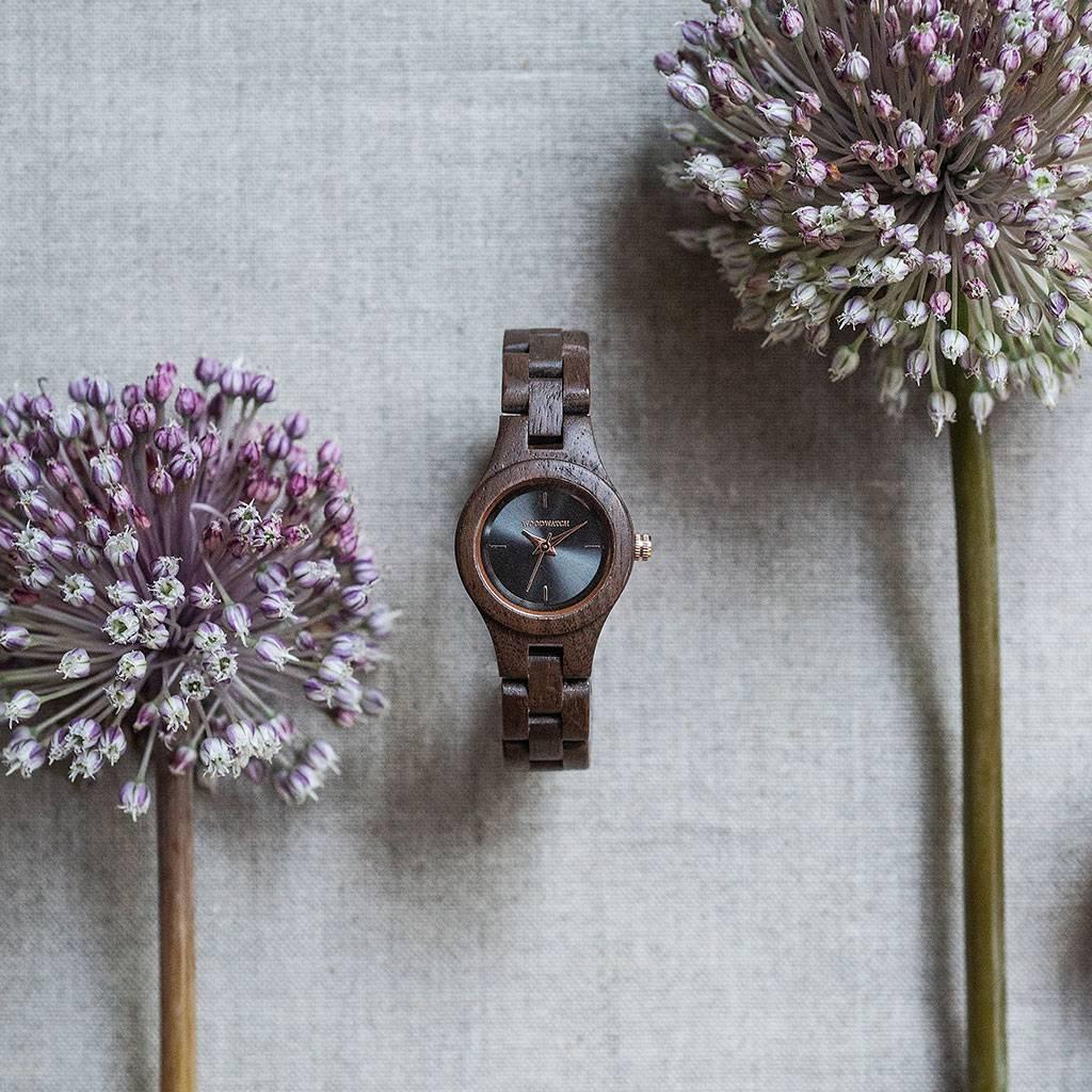 woodwatch kvinnor träklocka flora kollektion 26 mm diameter viola valnötsträ