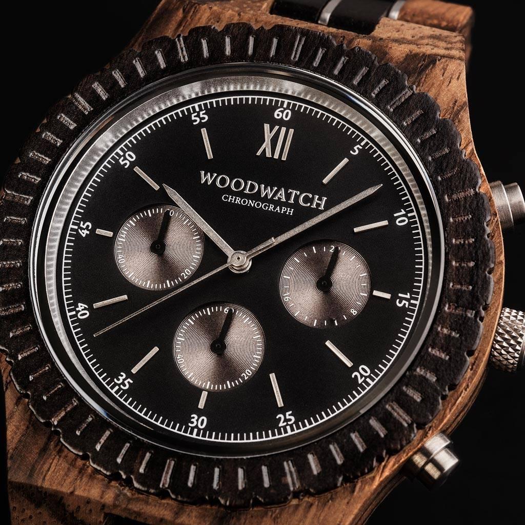 Förbered dig för äventyr med vårt fullt utrustade, handtillverkade armbandsur Chronograph. Denna premiumdesignade klocka består av en 45mm boett i zebraträ, urtavla i svart rostfritt stål tillsammans med ett SEIKO VD54 urverk. Det unika nya armbandet komb