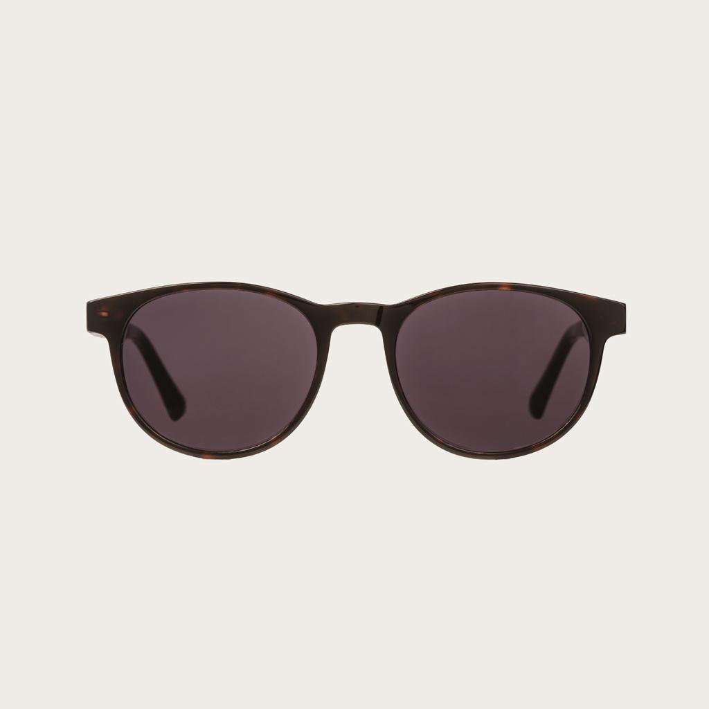 ELLIPSE Forever Havanas Black har en karakteristiskt avrundad mörkbrunt sköldpaddsmönstrad båge med svarta linser. Gjorda av hållbart italienskt Mazzucchelli bio-acetat med handbehandlade naturliga skalmar av ebenholts och sköldpaddsmönstrade ändar av ace