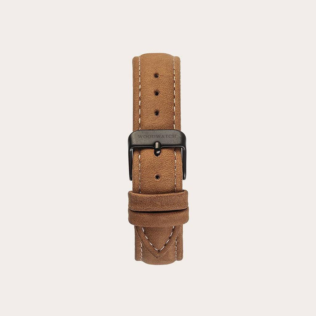 Amber-armbandet är tillverkat av genuint läder och har ett naturligt färgat metallspänne i beige nyans. Amber-armband 16mm passar 34mm CLASSIC-kollektionen