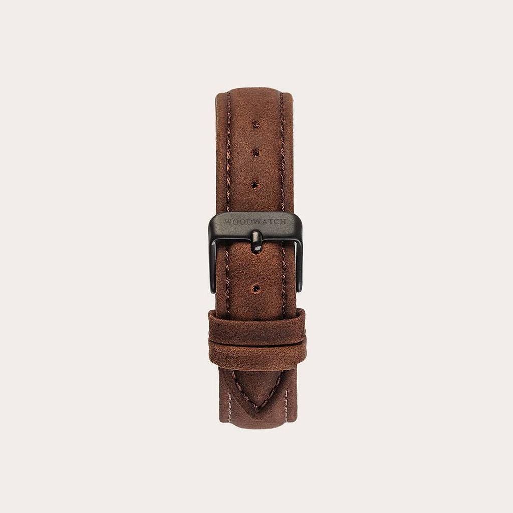 Pecan-armbandet är tillverkat av genuint läder och har ett naturligt färgat metallspänne i ljusbrun nyans.Pecan-armband 16mm passar 34mm MINIMAL-kollektionen