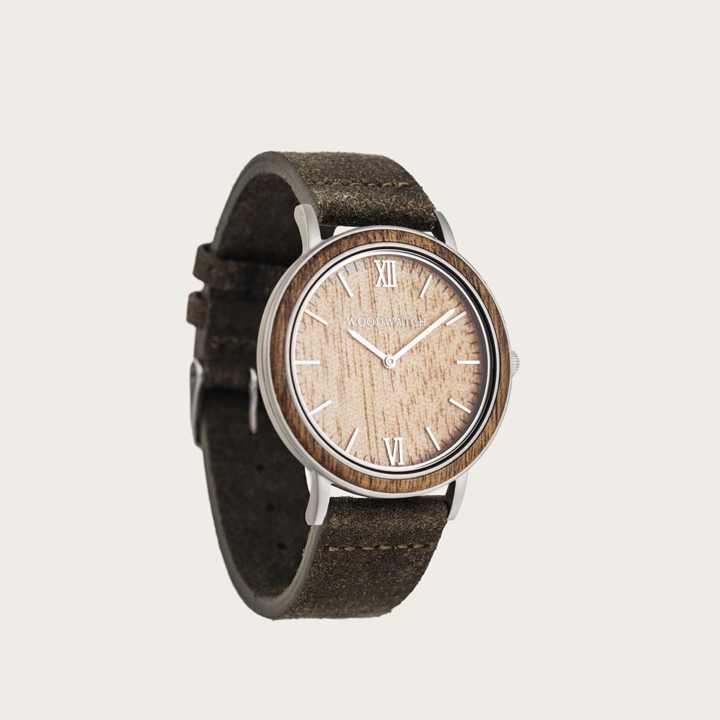 En kombination av unika material med en minimalistisk design för att skapa en tidlös look. Denna moderna klocka fungerar lika bra på en avslappnad dag som på en formell tillställning. En supertunn boett skapad av vårt finaste rostfria stål. Naturligt ådra