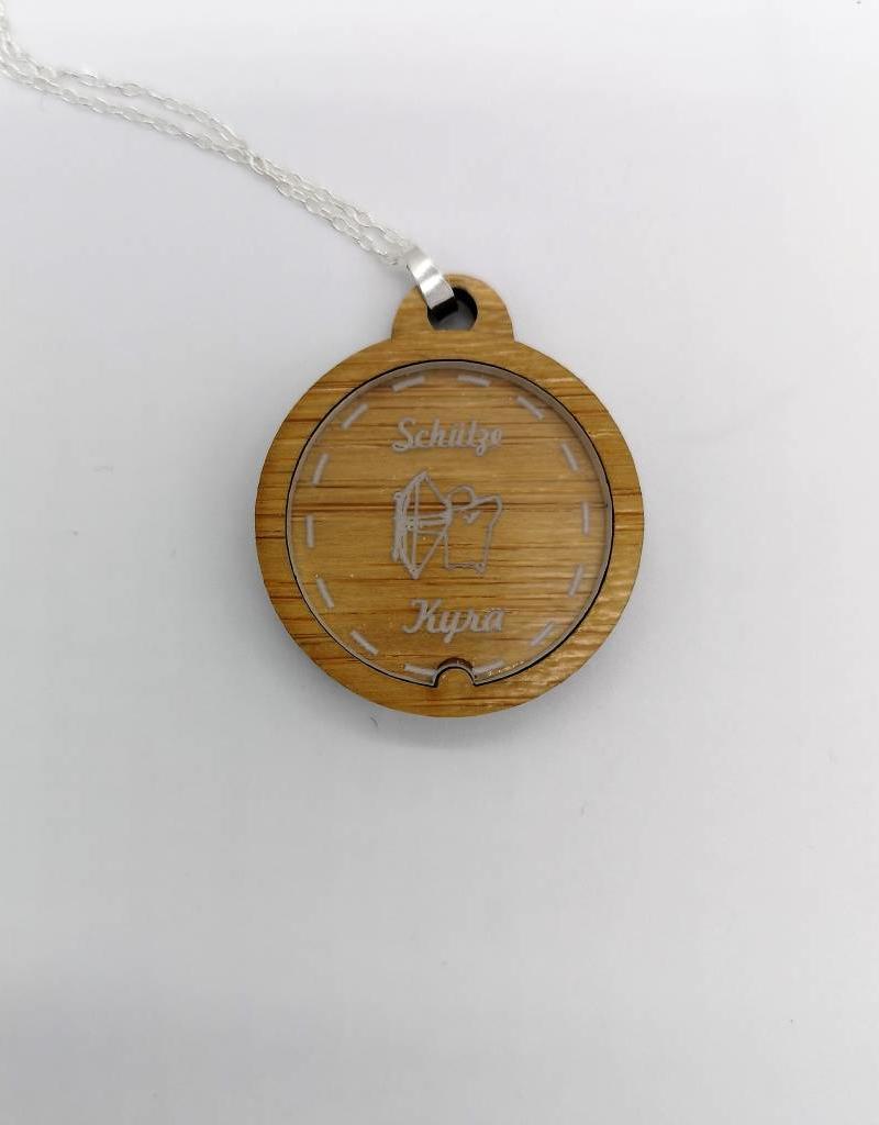 Konfiguriere deine Halskette mit Sternzeichen mit Namensgravur und Holzart sowie Kette!