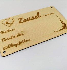 Boxenschild aus Holz mit Wunsch Gravur