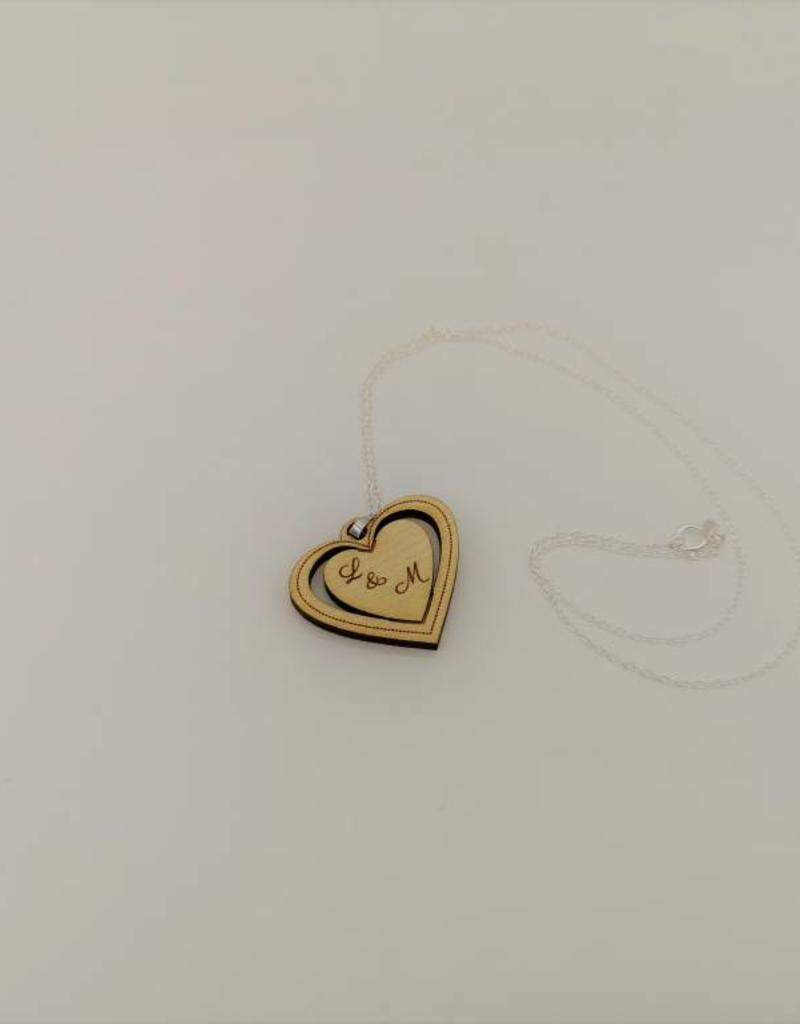 Fashionable necklace in the design of a shining heart made of real wood!