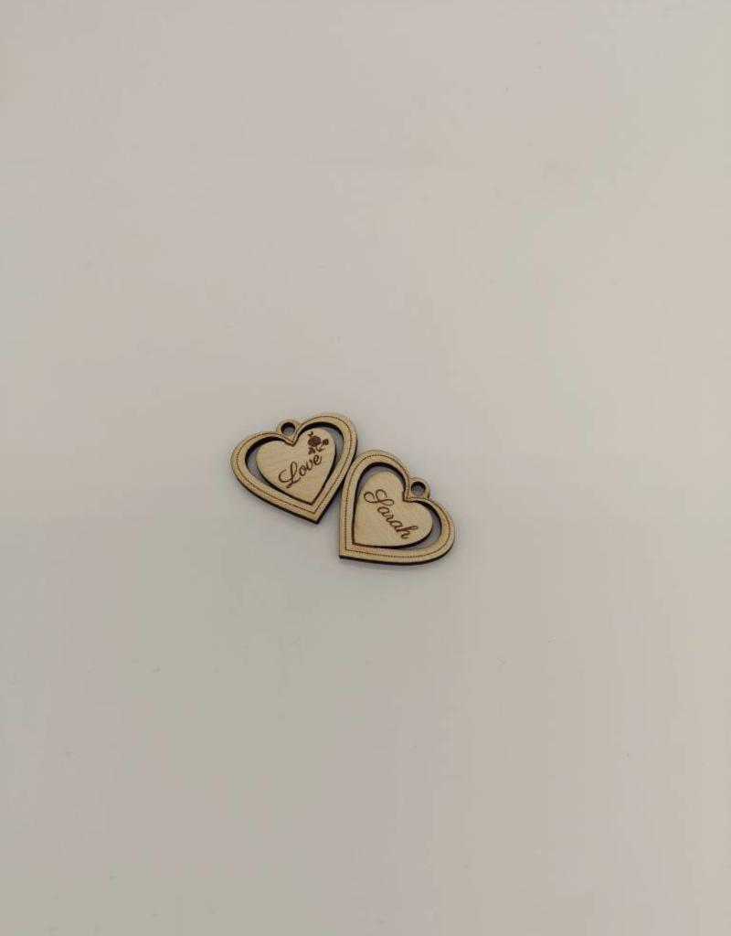 """Die modische Halskette """"Herz"""" mit Gravur im Design eines hervorgehobenen Herzens wird aus echtem Ahorn furnier hergestellt!"""