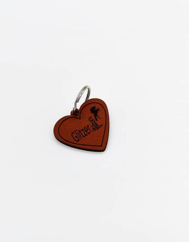 The keyring in heart shape made of leather with engraving