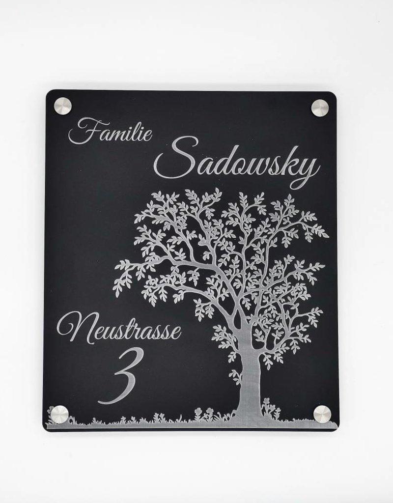 Türschild mit Gravur aus speziell schwarzem Acrylmaterial mit matter Oberfläche!
