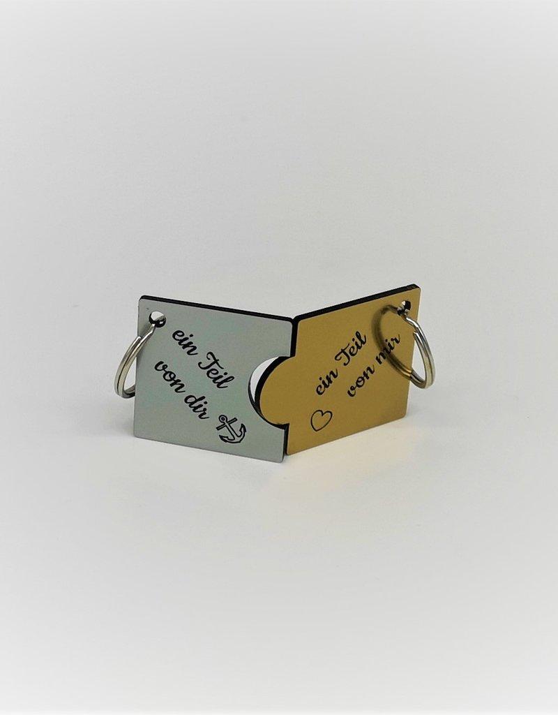 Perfekte Geschenkidee für Paare! Ein Teil für Sie und Ihn in den Farben Gold und Silber aus hochwertigem Acrylmaterial.