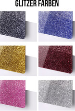 Entdecke unsere Kleeblatt Pferdemarke in der Special Glitter Edition und personalisiere es mit deiner Wunschgravur!