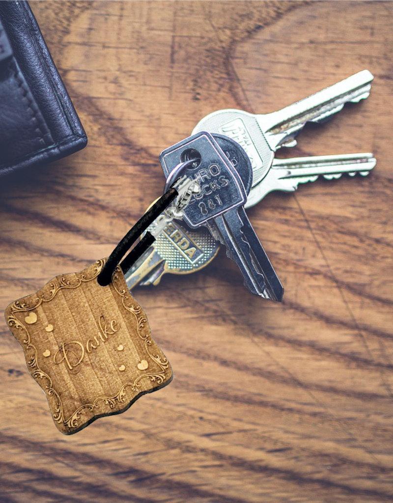kslaserdesign Der Schlüsselanhänger aus echtem Holz mit modernen Verziehrungen wird mit deiner persönlichen Gravur zu einem einzigartigen Geschenk!