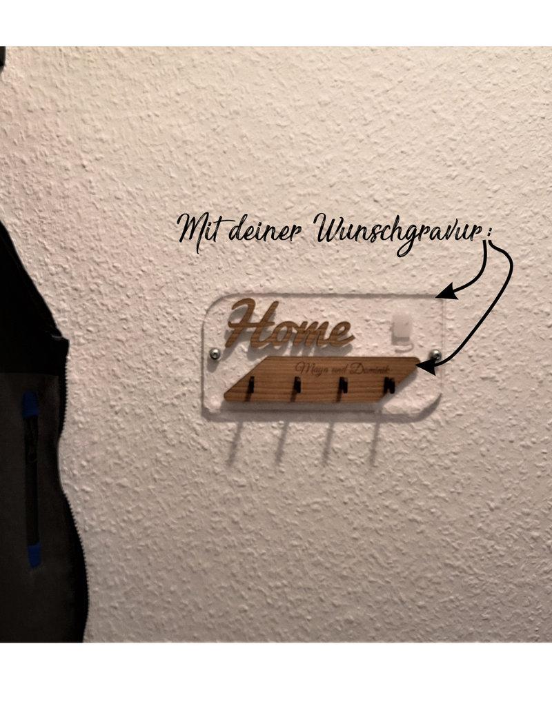 Das Schlüsselbrett mit dem Wow Effekt! Aus glasklarem Acryl und deiner Wunschkombination verschiedener Holzarten und persönlicher Gravur