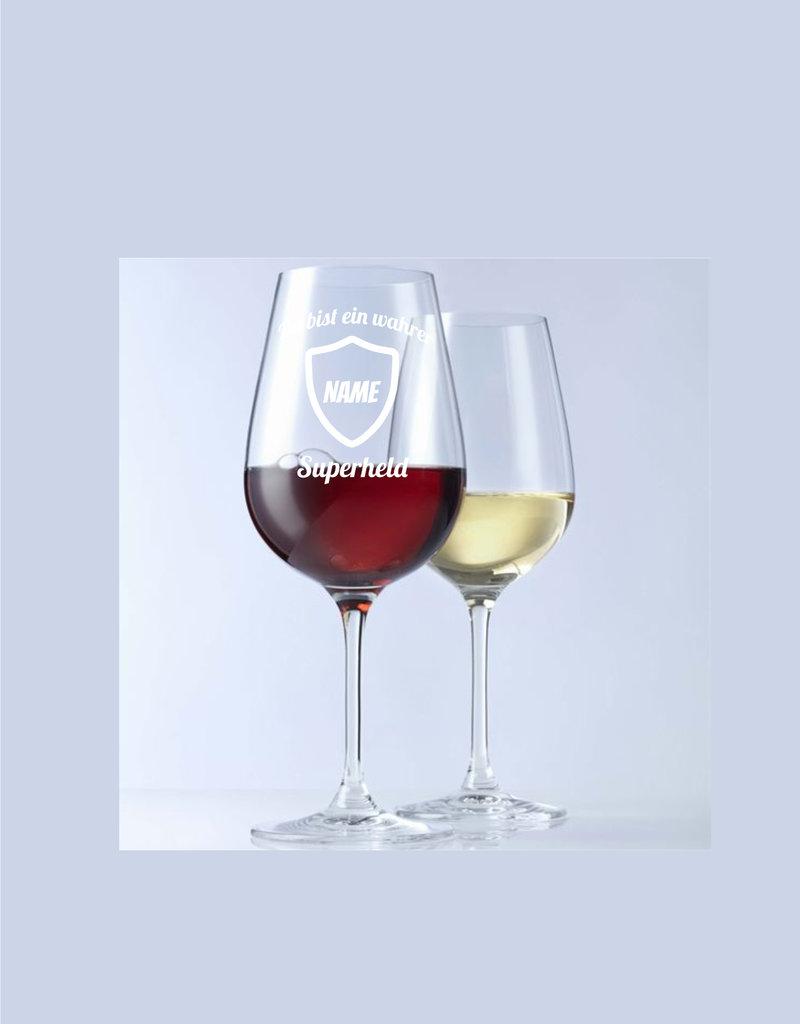 Leonardo Stelle deine Weinkenntnisse auf die Probe und beweise mit dem Weinglas mit Gravur das du ein echter Superheld bist!