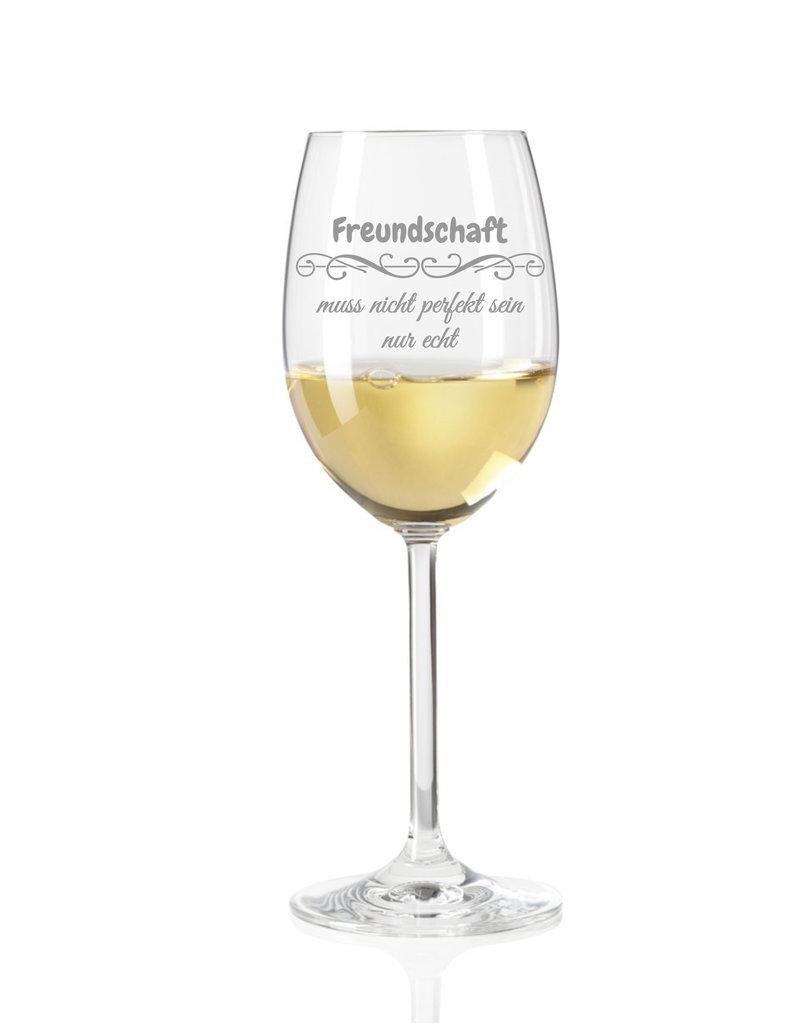 """Leonardo Dank hochwertiger Gravur wird das Weinglas """"Freundschaft muss nicht perfekt sein"""" zum einzigartigen Geschenk"""