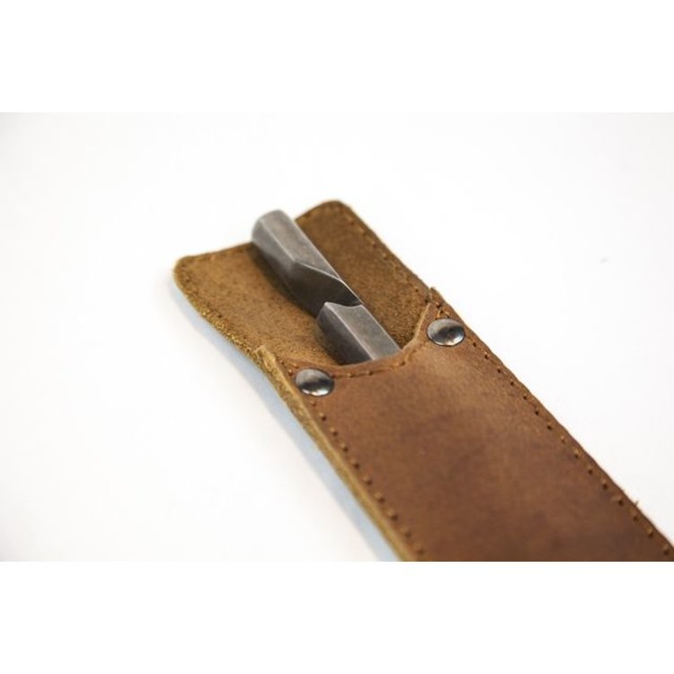 Brût Home Industrials Brût Home Industrials Bottle opener with leather sleeve 5,5x22cm