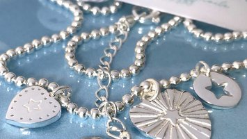 Add a splash of stars with this short necklace from LORA DI LORA's Jezebel-series.