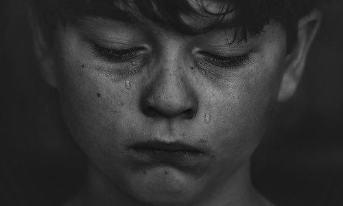 Vraag het de mediator: 'Sinds de scheiding sluit mijn kind zich op in zijn kamer'
