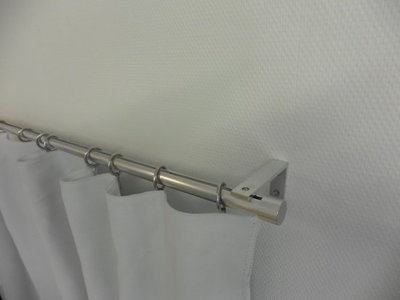 Ophangsysteem - rond aluminium profiel - voor haken en ogen. Geschikt voor gordijnen en vitrages met wandsteunen
