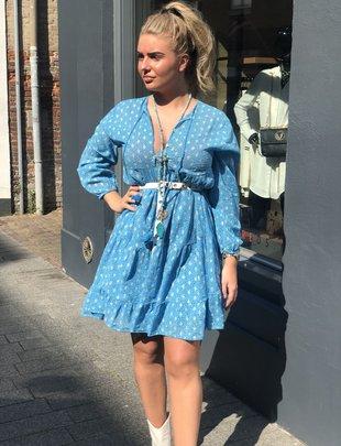 2937262e300e49 Chic Trash Chic Trash jurk Ibiza blauw goud kort