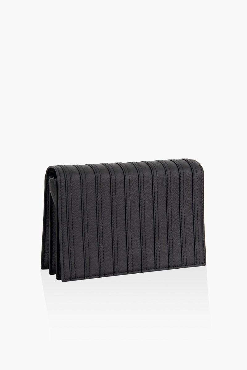 Détail Honest - black stripes