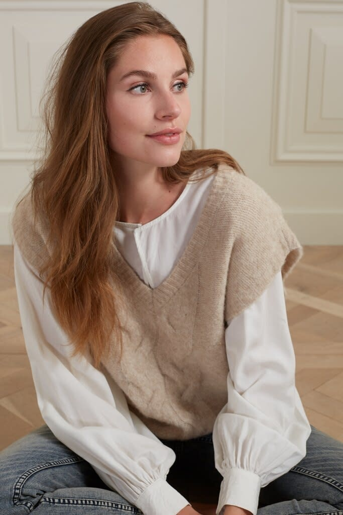 YAYA Women Spencer with a cable at centre of body with V-neckline