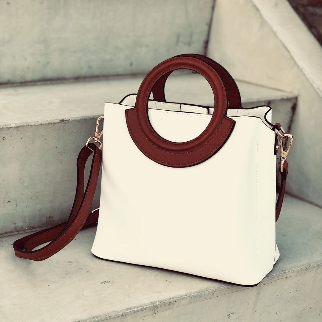 witte tas met bruin hengsel bulaggi