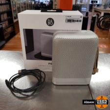Bang&Olufsen Bang & Olufsen P6 Bluetooth Speaker met een paar deuken