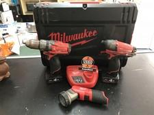 Milwaukee Schroefmachine | Slagschroevendraaier | Lamp | 2x 4Ah Accu 18V | Lader