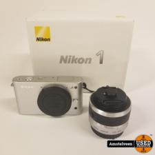 Nikon Nikon 1 J1 - Wit + Lens Nikon 10-30mm f / 3.5-5.6   Nette Staat