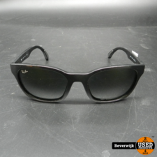 Ray-Ban Rayban  RB4197 Zonnebril Zwart - In Goede Staat