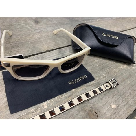 Valentino Sunglasses V 656S + Valentino Garavani Rockstud Bracelet