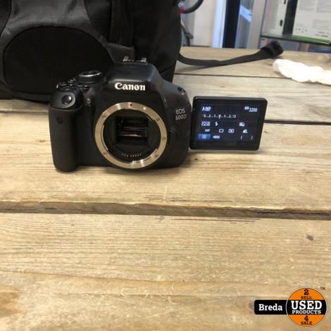 Canon 600D met oplader en 2 battery en battery Grip en twee lens canon 10-18 tamron 200-18 in camera tas