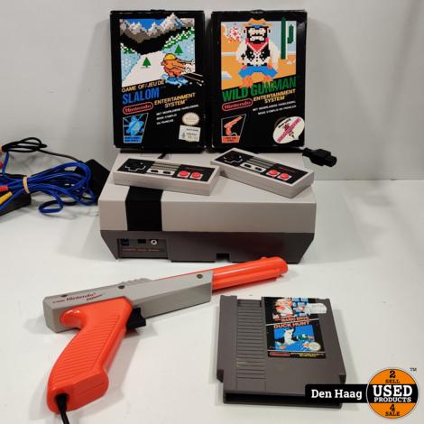Nintendo Ness, Met 3 spellen 2 Controllers & Zapper pistool!