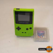 Nintendo Gameboy Color Nette staat met game Tetris