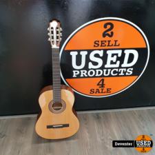 Klassieke akoestische gitaar in nette staat