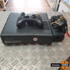 Xbox 360 4GB met 1 controller en kabels