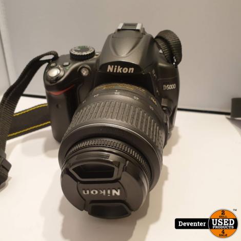 Nikon D5000 met DX AF-S Nikkor 18-55mm VR, tas en lader