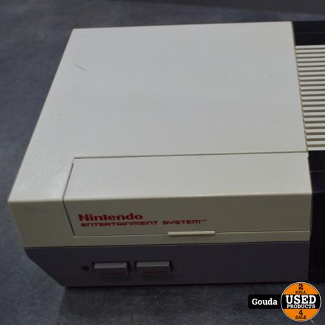 Nintendo NES met 2 controllers en kabels