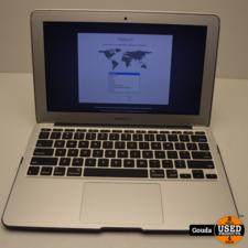 Apple Apple Macbook Air i5 1.6 GHZ 4 GB 128 GB SSD Early 2015 met oplader // behuizing lichte schade