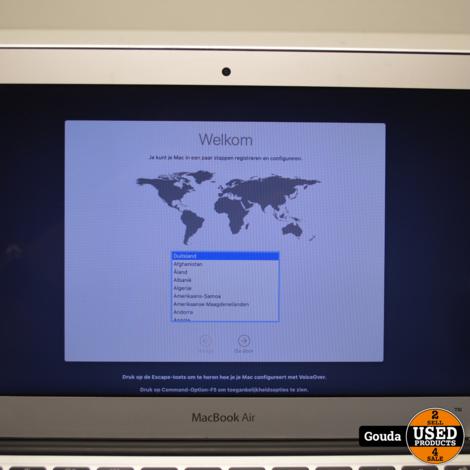 Apple Macbook Air i5 1.6 GHZ 4 GB 128 GB SSD Early 2015 met oplader // behuizing lichte schade