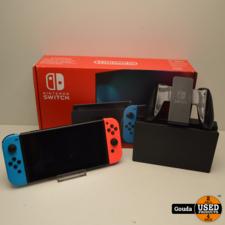 Nintendo Switch in doos met controllers, docking, kabelset en opberghoes Zelda