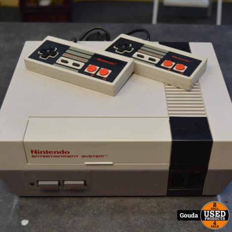 "Nintendo nes met 2 controllers en Game Snake""s revenge en kabels kabels"
