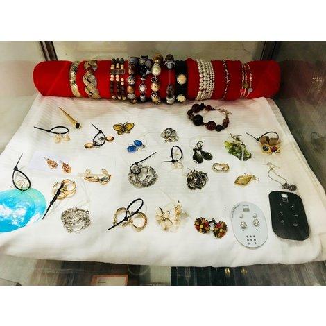 Sieraden divers (armbanden, kettingen, ringen, oorbellen)