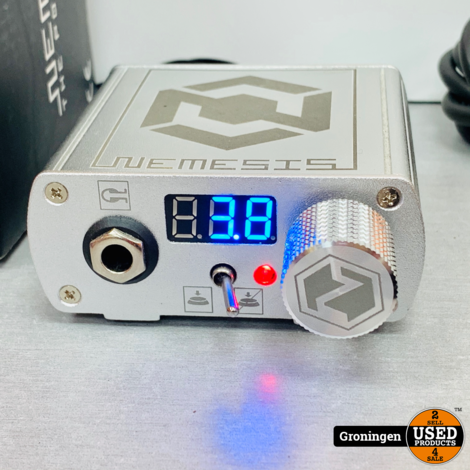 Kwadron Nemesis PSX LED Tattoo Power Supply - Zilver + All-Star 360 Degree Rond Voetpedaal + Clip Cord