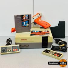 Nintendo [NES] Nintendo Entertainment System NESE-001 | incl. 2 controllers, Zapper Gun en Super Mario Bros / Duck Hunt