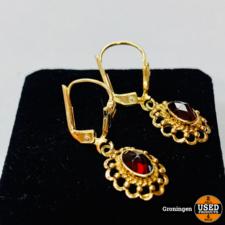 Gouden oorstekerset 14 karaat met rode steen | 585/1000 | 2,24 gram