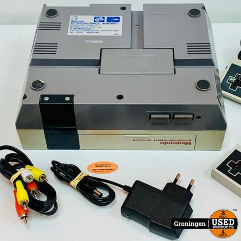 [NES] Nintendo Entertainment System NESE-001   incl. 2 controllers en kabels
