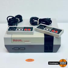 Nintendo [NES] Nintendo Entertainment System NESE-001   incl. 2 controllers en kabels