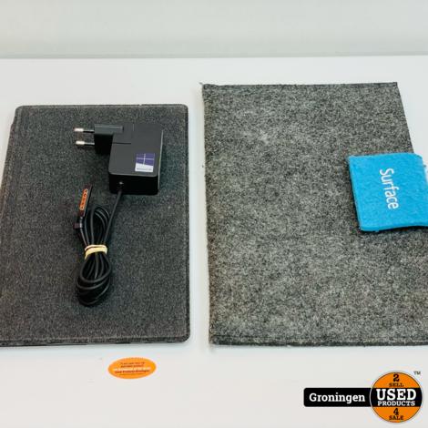 Microsoft Surface RT 8.1 32GB Zwart + TouchCover, hoes en adapter